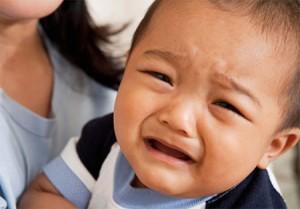 xoắn tinh hoàn trẻ đau và khóc