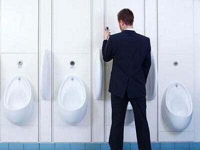 Đi vệ sinh nhiều lần trong ngày